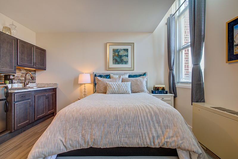 amazing-grace-senior-Studio-Bedroom.jpg